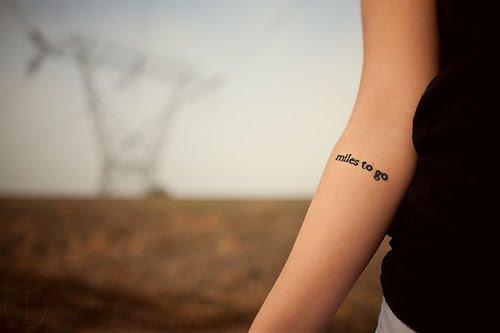 tatouage texte avant bras - Tatouages écriture & lettres Le Tatouage