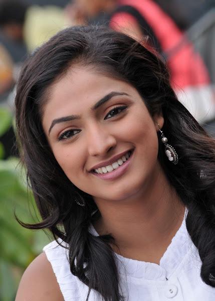 'Hari Priya' Cute Photo Shoot navel show
