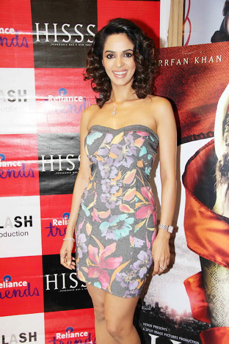mallika sherawat at reliance trends latest photos