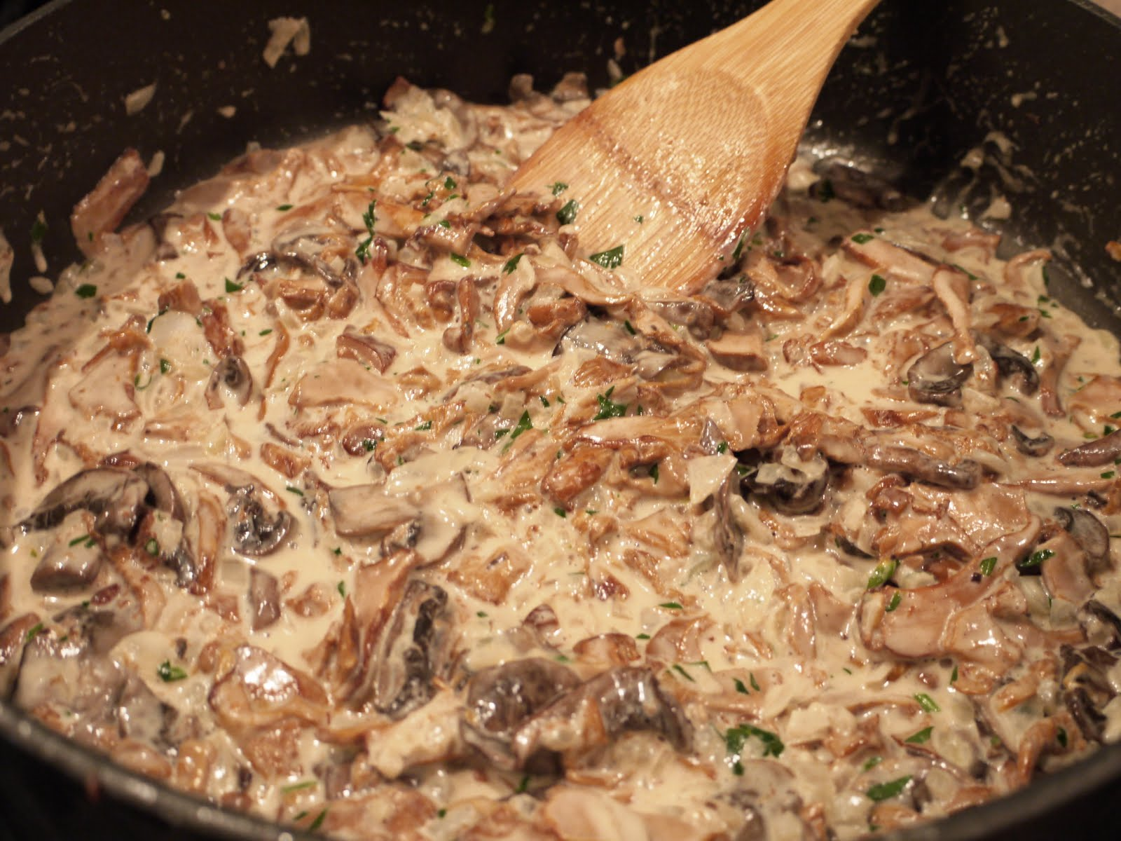 wild mushrooms a la crème serves 8 mushrooms a la