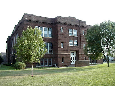 Seward High School in Seward, Nebraska. The photo was taken from http://www.japanword.com/alice/Seward200108/SewardSchoolA1.jpg