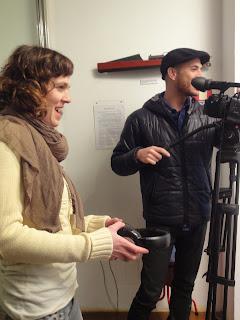 Fotografia de Maria Andrade e Manuel Costa, que controlam o audio e a câmara
