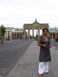 Apresentadora do Consigo, em Berlim