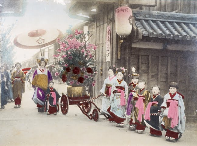 Images of Tayuu, Oiran and Yujo from long ago and today. %C2%A9_The_Burns_Archive_Geisha_7