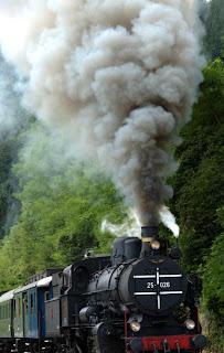 locomotive fumant