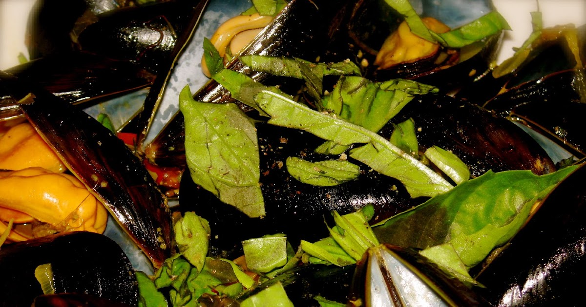 ... : Simple Suppers: Black Mussels with Saffron, Baby Tomatoes & Basil