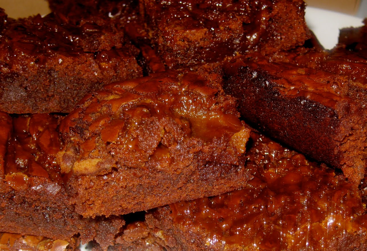 Bacon Brownies with Caramel Sauce by Domestic Divas