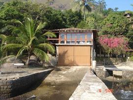 Casa de hóspedes com 2 suítes, sala e cozinha