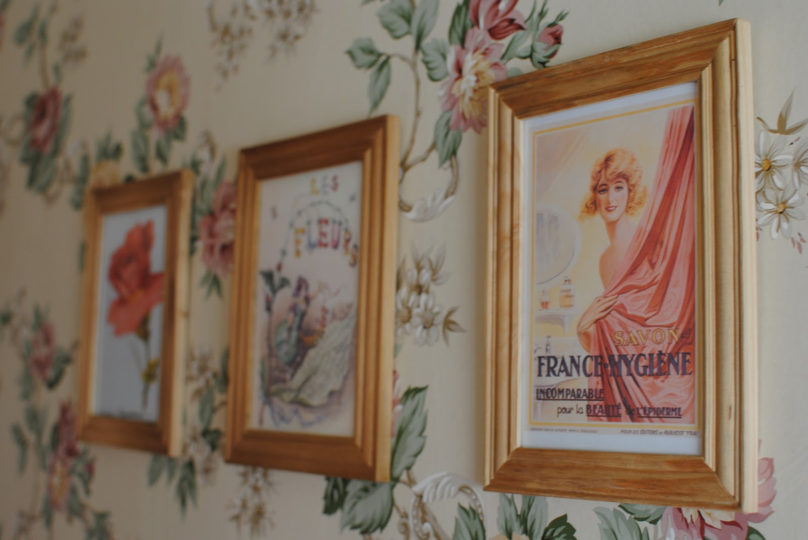 Vintage bathroom wall art - I Added A Few Framed Pieces Of Art To My Wall In Our Guest Bathroom Vintage Floral Wallpaper Came With The House