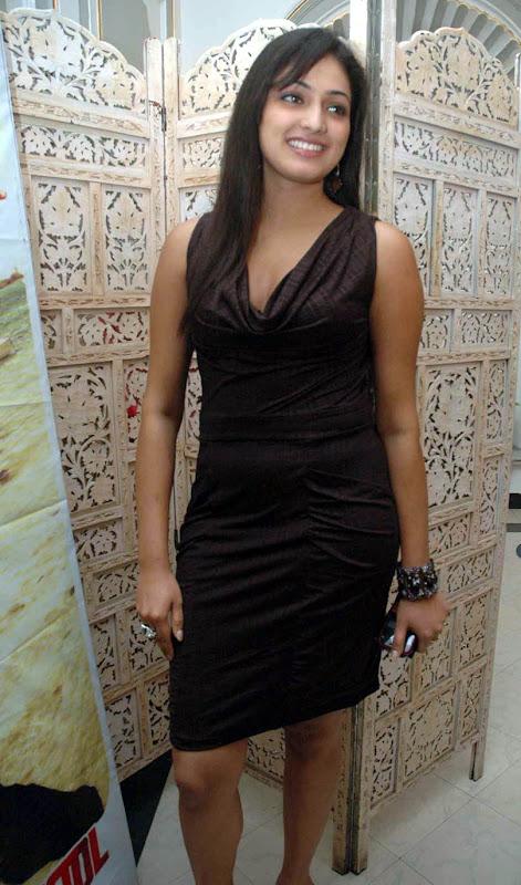 Actress Hari Priya glamour images