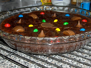 top this brownie pie with a scoop of your favorite ice-cream and be HAPPY~!