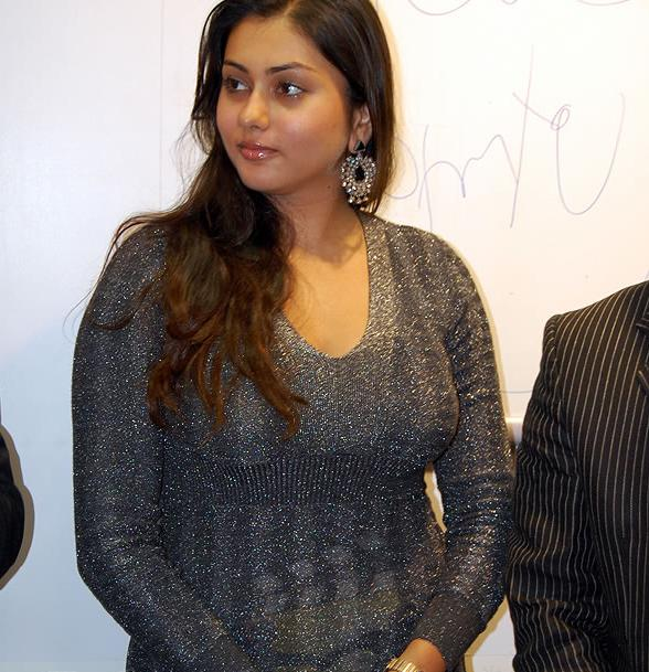 namitha dress change video image hot tamil stills without dress