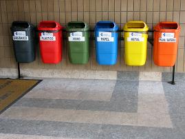 Ejemplo de contenedores para el reciclaje