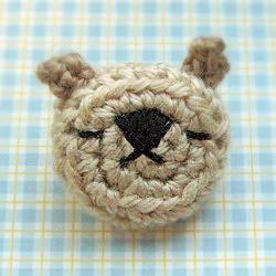 mijis amigurumi world: amigurumi emoticon bear pin (brooch)