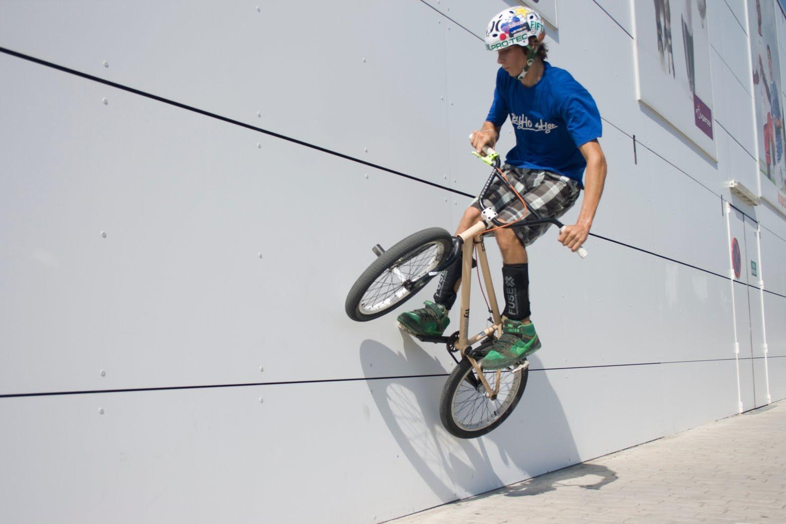 Return to Ride BMX: Exibicion del RTR en el Decathlon de ...