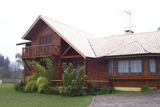 Chales e casas de madeira