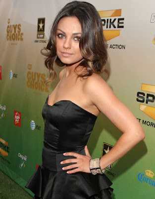mila kunis updoclass=