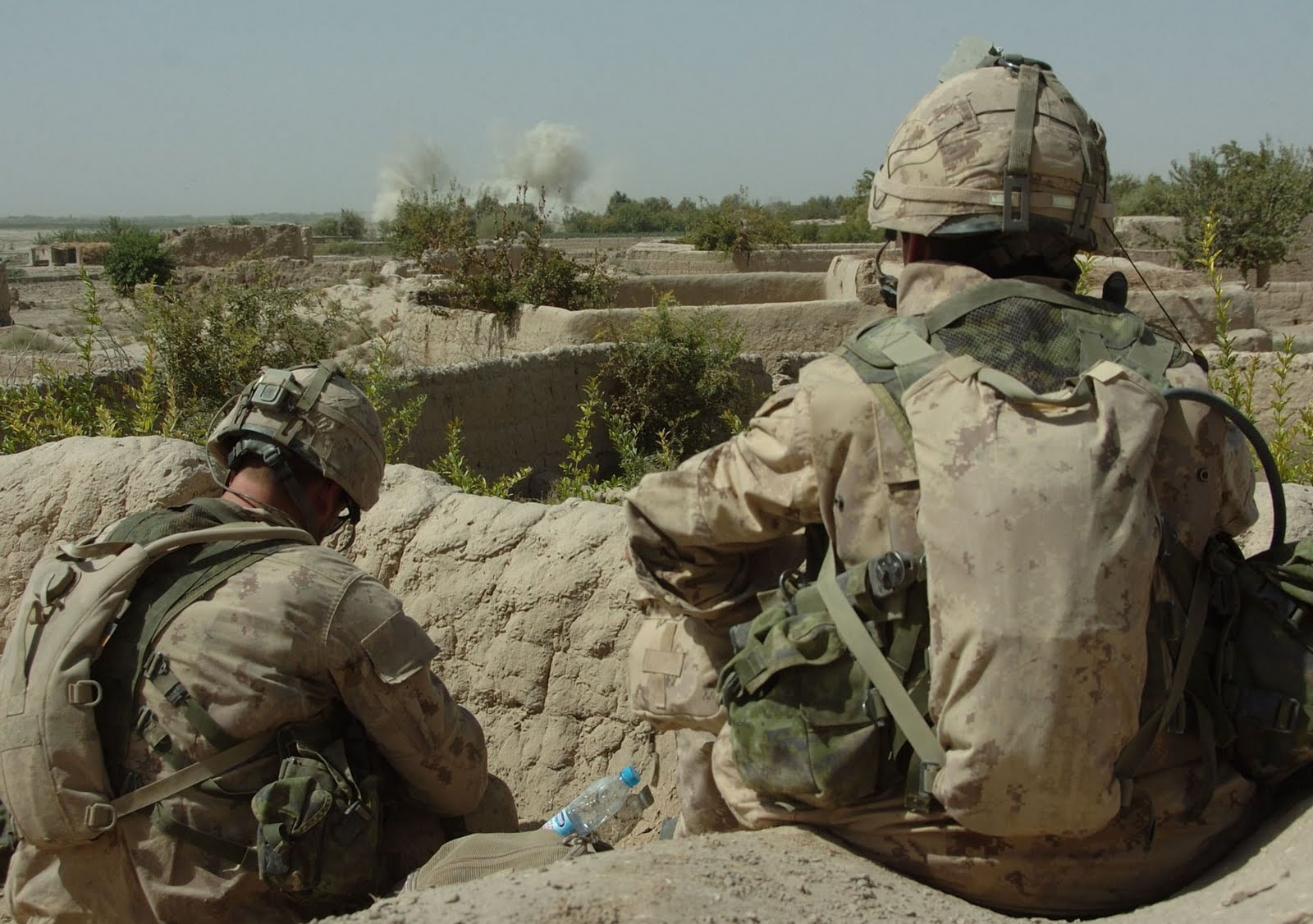 http://3.bp.blogspot.com/_7g7vq7oz8bE/THwns2QlHuI/AAAAAAAAEBw/7mfjMokz8W0/s1600/Canadian_soldiers_during_Operation_Medusa.jpg
