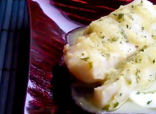 Cocinamisrecetas merluza en salsa verde a la vasca for Cocinar merluza a la vasca