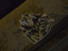 Trato de vencer la eternidad cigarro en mano