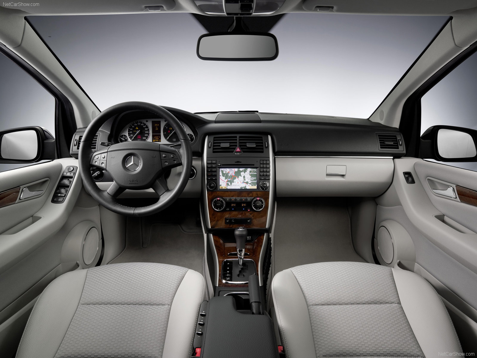 Mercedes benz mercedes benz classe b for Interieur mercedes classe a