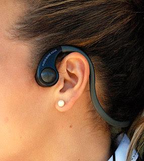 fone osso 02 - [TECNOLOGIA] Problemas com fones de ouvido? Ouça música pelo osso!