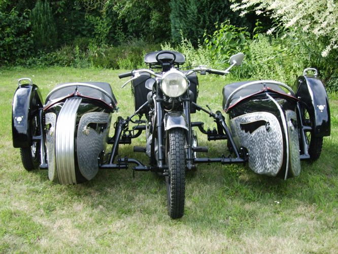 MOTORCYCLE 74: Double sidecar