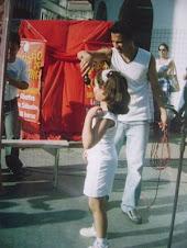 Esquete os loucos no centro de Nova iguaçu,foi minha primeira apresentação em público,com 8 anos.