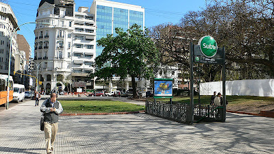 Tribunales (Subte de Buenos Aires) 800px-Subte_Tribunales001