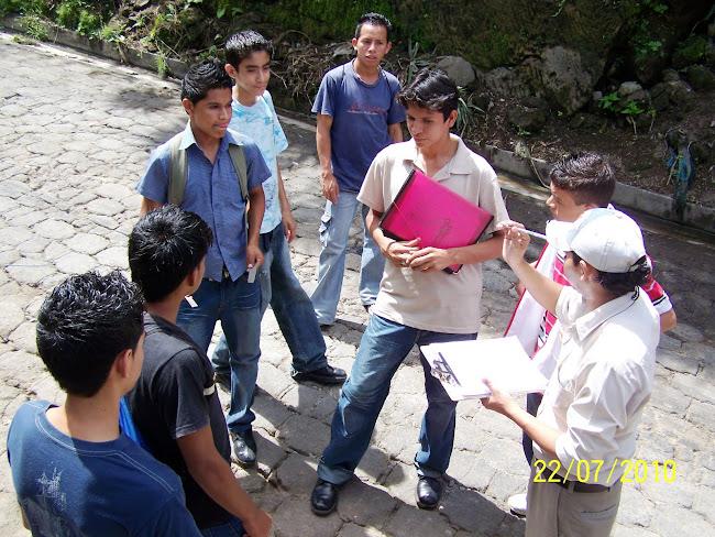 Técnico de la Unidad de Salud dando Lineamientos a los Estudiates