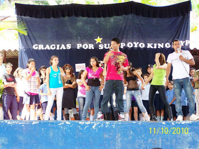 "The King Flyp en el Centro Escolar ""Benito Nolasco"""