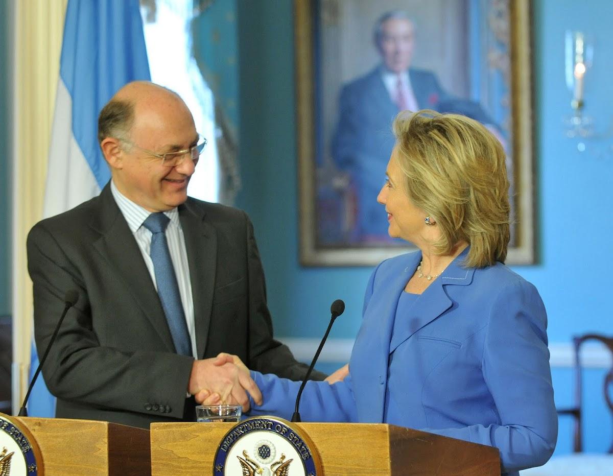 http://3.bp.blogspot.com/_7n65sKmXWws/TGQMjIqoi1I/AAAAAAAAEI8/KO4QkgWaEeg/s1200/Timerman_con_Hillary.jpg