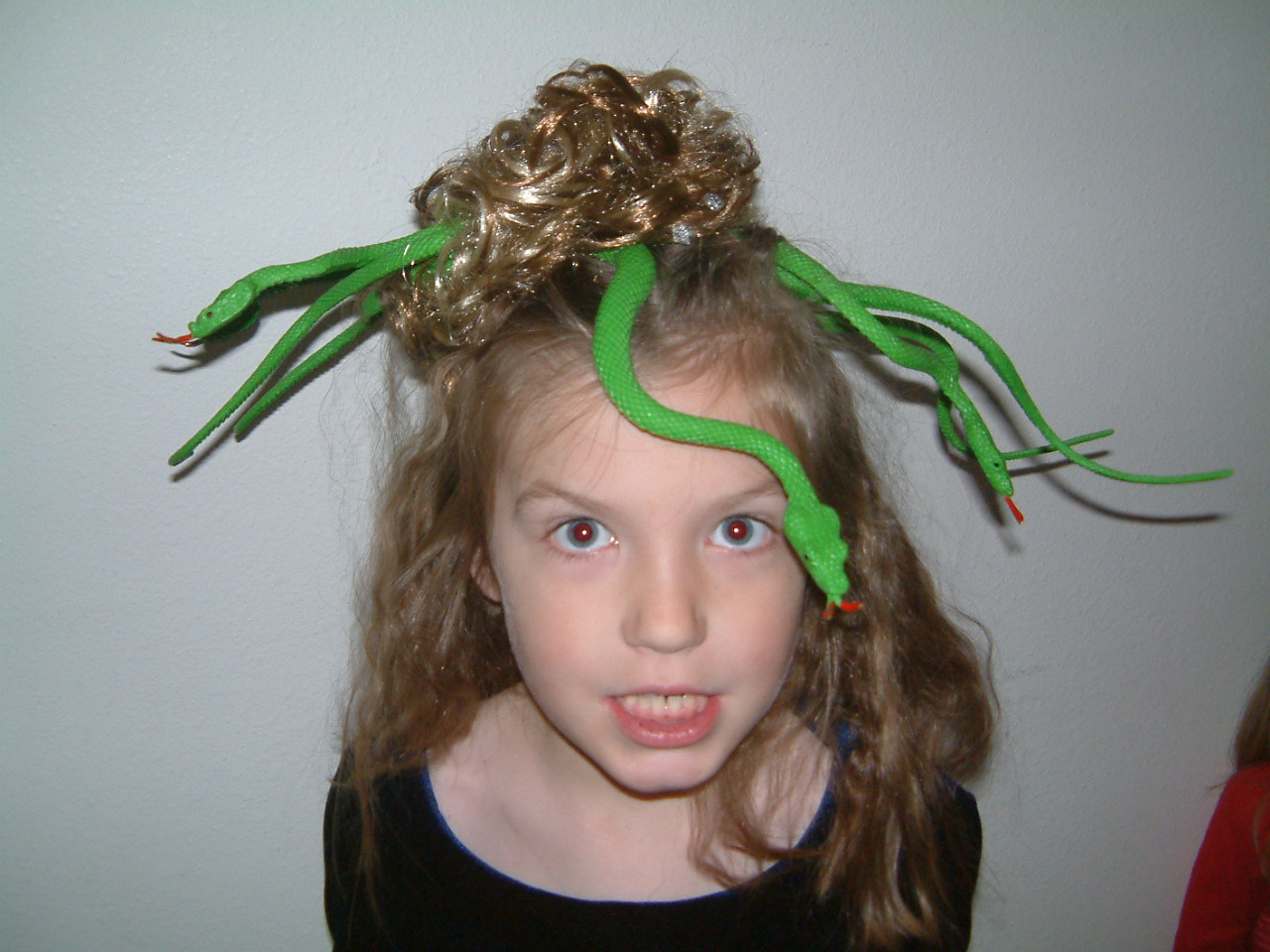 kylie is medusa she picked it herself she wanted the uma therman one from percy jackson - Medusa Halloween Costume Kids