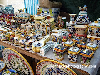 Ceramic objects from Korond (Corund) on a market table