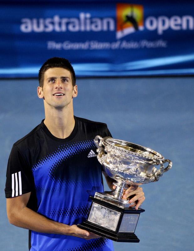 الاسطوره نوفاك دجوكوفيتش يقهر نادال ويحرز لقب مدريد للتنس australian open 2008 novak djokovic winner adidas shirt.jpg