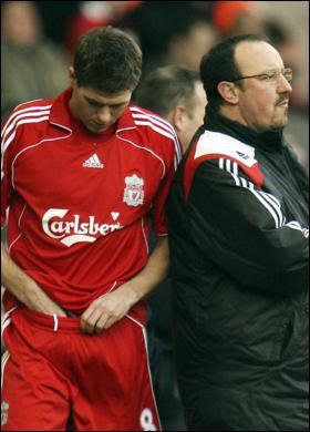 Gerrard salva Benitez