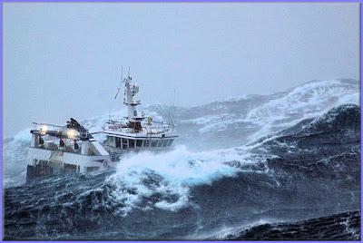صور سفينة مخيفة Ship_in_a_storm_07
