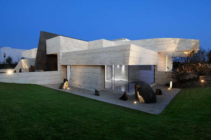 Modern+Architecture-+La+Finca+Residence+in+Madrid+(4).jpg