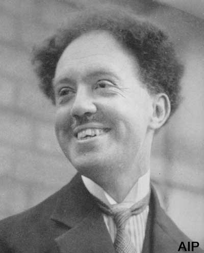 louis de broglie In 1923, while still a graduate student at the university of paris, louis de broglie published a brief note in the journal comptes rendus containing an idea that was to revolutionize our understanding of the physical world at the most fundamental level he had been troubled by a curious contradiction arising from einstein's special theory of relativity.