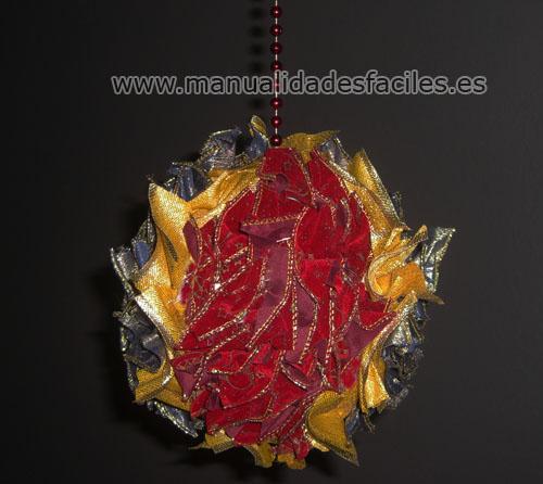 Manualidades con material reciclado bola de navidad decorada - Manualidades con bolas de navidad ...