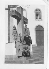 Antigos alunos junto ao Pelourinho