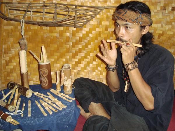 Karinding Alat Musik Tradisional | Sejarah Cara Memainkan dan Cara Membuat