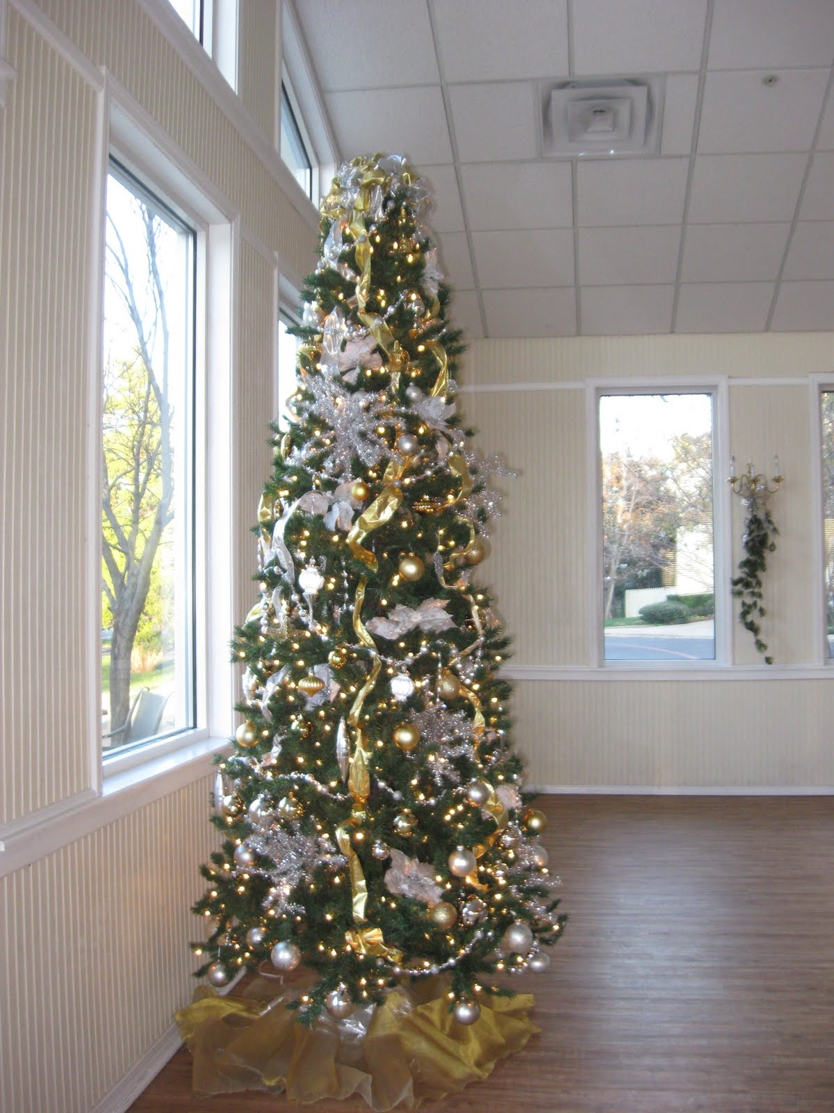 1000 images about silver and gold christmas on pinterest mercury glass christmas trees and. Black Bedroom Furniture Sets. Home Design Ideas