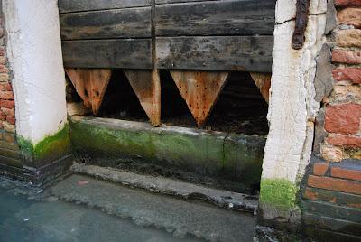 Porta d'acqua malridotta