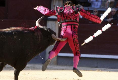 La corrida de toros es un espectáculo que consiste en lidiar varios ...