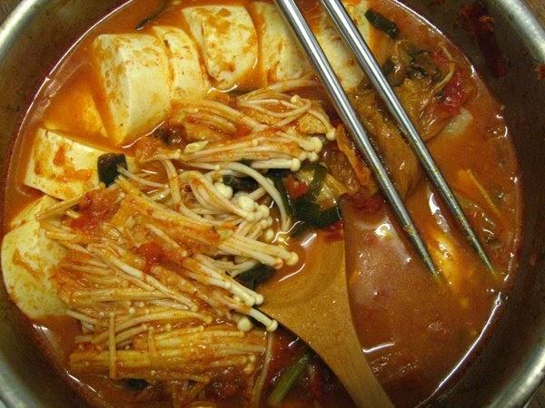 Elinluv's Tidbits Corner: Kimchi Jjigae - Pork And Kimchi Stew