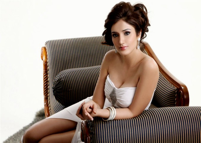 , Debutant Navina Hot Photoshoot Pics