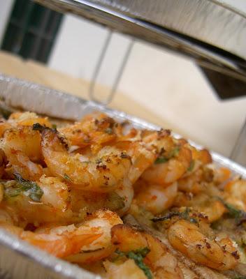 acciughe e mazzancolle al forno con prezzemolo aglio e peperoncino