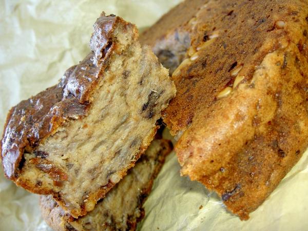 ciambella alla farina integrale, radicchio rosso e pinoli