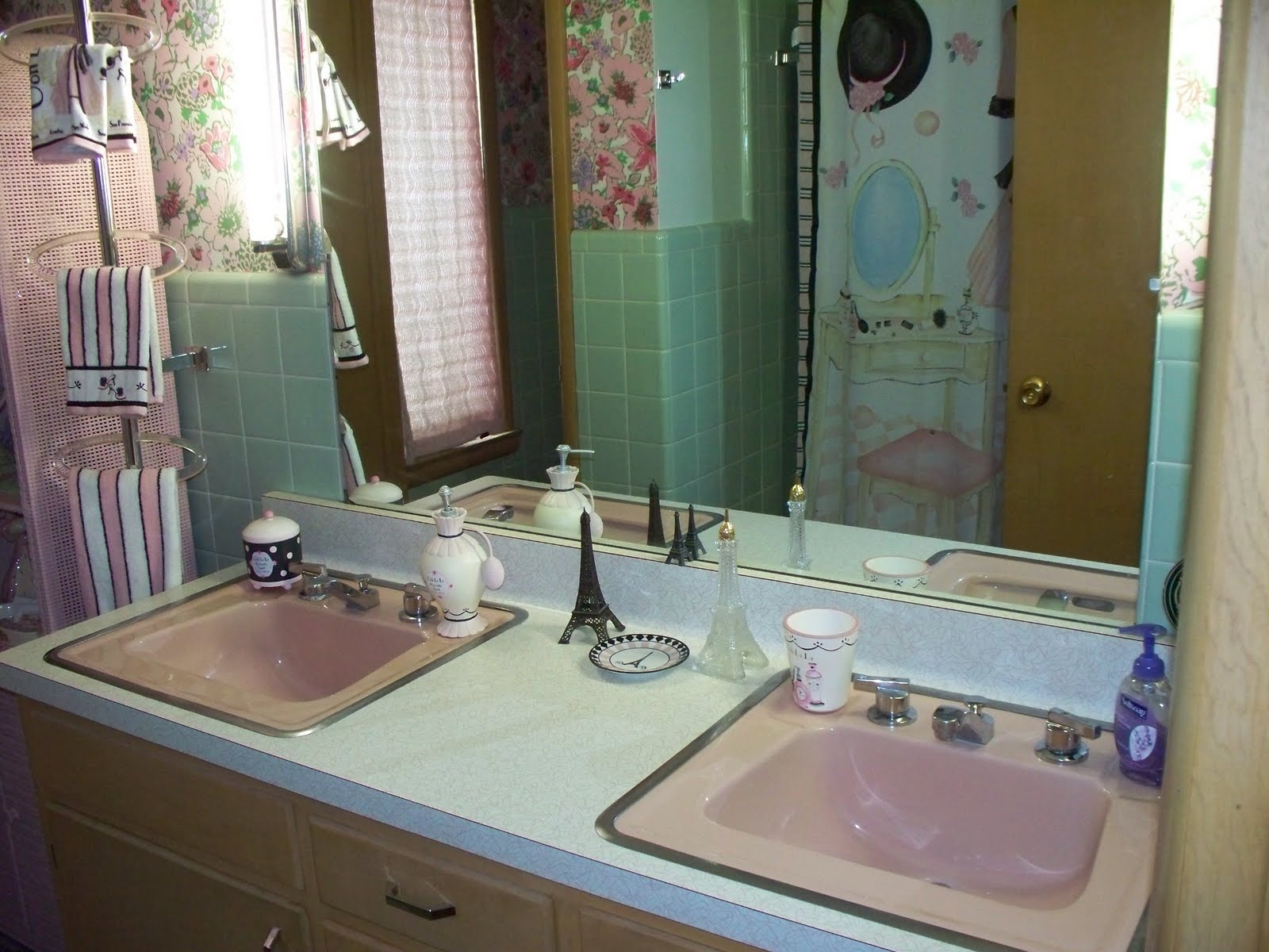 I Have It Decorated In A Theme Called Ooh La Is Set Of Bathroom Accessories Found At Kmart Fun And Think Fits Very Well